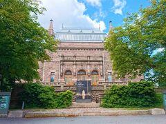 """14時50分、続いては、トゥルクでの最後の訪問施設になるであろうトゥルク美術館(Turun taidemuseo)へ。  丘の上に建つお城のような外観が特徴のこの美術館は、1904年に開館した、フィンランドではヘルシンキのアテネウム美術館に次いで古い美術館。  世界的に有名な画家の作品はないものの、スウェーデンやフィンランドの特徴ある画家の作品が多く所蔵される、まさに""""北欧美術館""""となっているところです。  【トゥルク美術館HP】 https://turuntaidemuseo.fi/en"""
