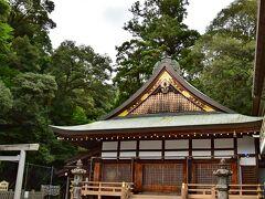 神楽殿 明治十五年創建され日々の、 ご祈祷、お神楽などを行っております。