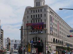 東武浅草駅ってもっと無骨な外見だった気がしてたけど、今こんなクラシックモダンな感じなのね。