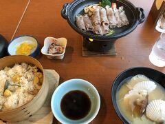 夕食は「白老牛陶板焼きと栗おこわの和食膳」 お肉は美味しかったですが、ポン酢味のつけだれが、ちょっと。塩コショウだけの方が、まだ、私の好みだったかな?でも、完食しました!