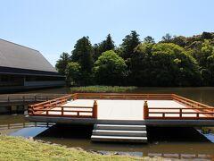 伊勢神宮外宮 まがたま池の手前には、2013年に建てられた「せんぐう館」が~ 入口付近は無料開放されていたので、少し椅子に座って涼みました・・