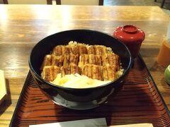 宮島を離れ昼食へ。 あなごの名店、うえのへ。  甘タレだと思ったがうな丼のような食べ方。 しかしながらふっくらしていて美味い。