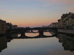 ヴェッキオ橋も水面に映えます。
