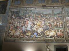 宮殿に入ってみました。いきなり500人広場の迫力に圧倒されます。