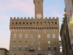 ヴェッキオ宮の塔は、別料金ですが、登れます。私は次回のお楽しみです。