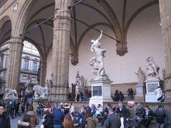 ランツィの回廊の彫刻群、豪勢です!