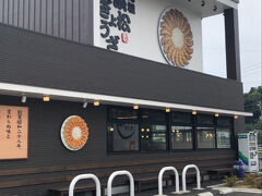 """浜松食べ歩き♪ まずは""""浜松餃子""""から…  人気の『石松餃子』へ 以前きた時からは、移転してリニューアルしていました!  朝一番に行ったので直ぐに入店 感染対策もしっかりされてました"""