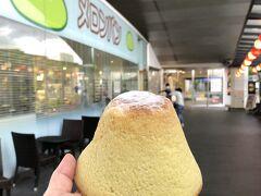久しぶりのドライブ旅♪  まずは東名高速 海老名サービスエリアで休憩 メロンパンが名物な『ぽるとがる』 かわいい富士山のパンを見つけたのでこちらを! ◇富士山クリームパン