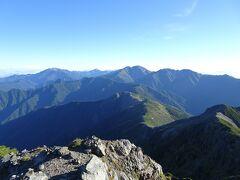 北側には仙丈ヶ岳、甲斐駒ヶ岳、間ノ岳、農鳥岳を一望♪