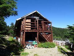 熊の平小屋に到着。今年は休業していますが、避難小屋として開放されており、宿泊者は6人くらいでした。