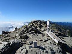 北岳に登頂♪自己最多の4回目ですが、初めて晴天に恵まれました。