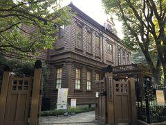 東京都美術館を出て上野エリアを散歩。 滝廉太郎など、多くの音楽家を世に送り出してきたという旧東京音楽学校奏楽堂。 ちょうどコンサートが開催されているようでした。