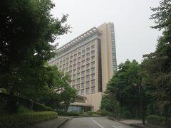 「ヒルトン小田原リゾート&スパ」が見えてきたー。  「JR根府川駅」からどんどん坂を上ったところにあるホテルです。 丘の上のホテルですねー。