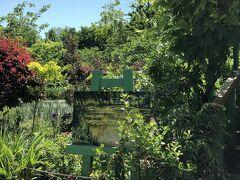 """2日目は快晴☀️になったので、ホテル近くの""""浜名湖ガーデンパーク""""に寄ることに♪  とても広く綺麗に整備されて 展望塔や水路、いろいろな広場や花壇があり、中でも花の美術館は、とても素敵でした"""