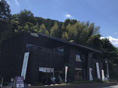"""静岡掛川の日本茶専門店""""きみくら"""" 1階は売店で2階がカフェ『茶菓きみくら』に  以前静岡に単身赴任していた頃何度か来ていて懐かしい✨ とても美味しくて居心地良く雰囲気のあるお店で大好きでした  浜松からの帰りにせっかくだから寄りたくて~~♪"""