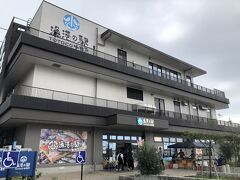 早川駅の近く、漁港の駅、TOTOCO 小田原。 道の駅の、海版です。お土産屋さんが充実していました。