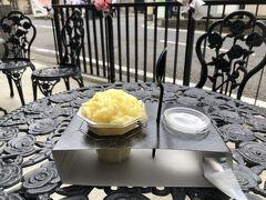 期間限定の沖縄パイン。900円。 かき氷というより、凍ったパイナップルを削った感じ。とても美味。