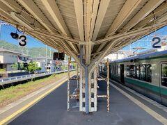 若狭高浜駅で降ります。  敦賀7:49ー若狭高浜9:24