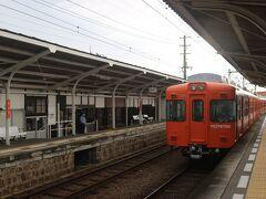 伊予鉄道・郡中線に乗ります。 むかし、東京の京王電車が第二の人生をここで送っています。 懐かしい電車です。
