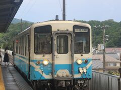 松前駅へ戻り、再度伊予鉄道で終点の郡中港駅へ。 そこからJRに乗り換えてたった1両の鈍行列車で内子駅へ。