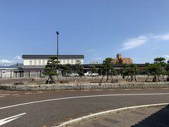 新発田駅までやってまいりました。新発田駅は再開発した感じで、駅前の複合施設も合わせて、すっきりしている印象がありました。  駆け足となりましたが、以上で旅行記を終了いたします。ありがとうございました。