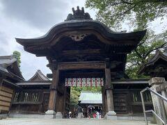 95段の石段を登ったところにある神門
