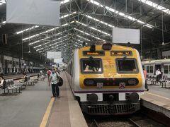 暇なので電車乗る。  実はコロナ禍で知人と合流がなかなか出来ず、無駄に5日間ムンバイに滞在。結局その人は来れず、1人でカンドラ行くことにした。
