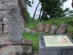 その前に、「常盤木門」の石碑がありましたー。
