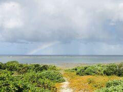 スピードが遅すぎて全然来ない台風の様子を見に、宮里海岸へ。 リーフの中なら、今日もまだ泳げそう!!