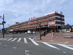 釧路駅に移動。コンビニで買い物したり、待合室でフリーWiFiを使わせてもらったり。時間調整します。