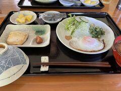 早朝から伊古桟橋で遊んでから宿へ戻って朝ご飯。 なかた荘の美味しいご飯ともお別れ。 今日、黒島から去るのは寂しいなぁ~。