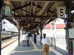 小樽って名前は有名だけど、小さな昔懐かしい感じの駅です。駅ビルも無いし、、、