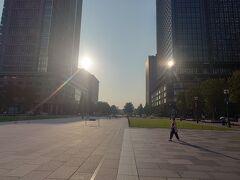 東京駅丸の内駅前広場で行くと、