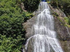 セセキの滝。