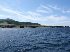 知床岬灯台と知床岬。