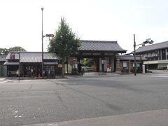 荷物をほどき一休み後東寺へ