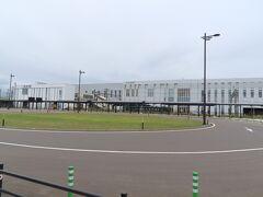 隣にはJR木古内駅。 北海道新幹線が停まる駅だ。