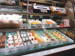 『クランベリー』へ行きました。  タルトポテトと、スイートポテトを購入。  ケーキみんな美味しそう!