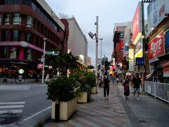 その後は国際通りで別れホテルへ 段々と雲行きが怪しくなってきました。