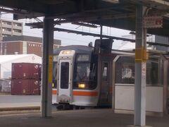 多治見駅では太多線の列車が停車しているのがみえました。