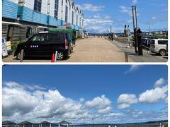 のと里山海道を逸れて七尾に到着。七尾南湾、対岸は能登島。 広い無料駐車場に車を停めて
