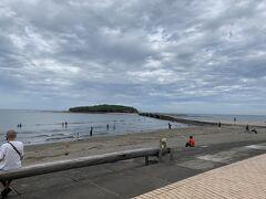 16時半過ぎていたけどビーチで楽しむ人たちがまだまだ沢山(´▽`*)