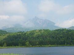 最初は雲がかかっていた利尻山だけどだんだん見えてきた!