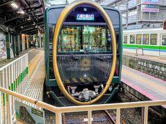 出町柳駅に到着しました(^^)  隣りのホームには、八瀬比叡山口駅行きの観光列車「ひえい」が出発時間待ちでした(^^)