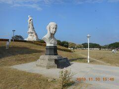 安平港濱?史公園の西隣にある林黙娘公園の巨大な媽祖さまの全身像と胸像です。