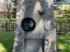 創成小学校跡です。 札幌で最古の小学校だったそうです。 ちょっと不気味な石碑です。