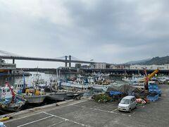 早川駅から歩いて数分で小田原漁港に着きました。