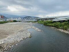 箱根の山から流れてくる早川は小田原漁港のあたりで海に出ます。