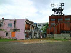 旧住友赤平炭鉱立坑櫓 完成は、新しく昭和38年だそうだ。 高さ43.8m、直径6.6m,巻機1600kw。650mの深さまで鉱員を送る