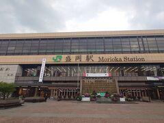 東京から夜行バスで移動して、岩手県の盛岡駅に来ました。